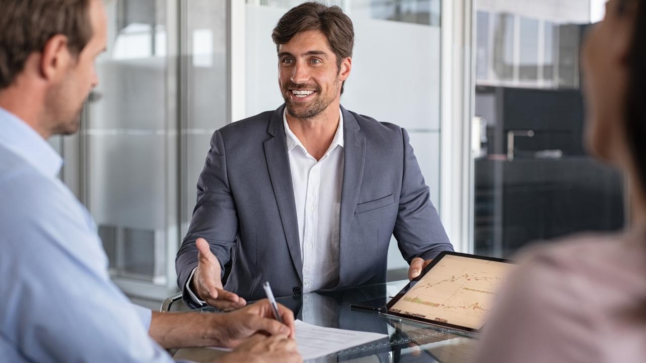 10 razões para se tornar um assessor de seguros, seja seu próprio patrão